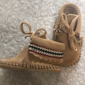 Minnatonka Size 2, Leather Moccasins
